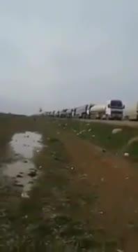Trực thăng Mi-17 chặn đoàn xe chở dầu ăn cắp tại Syria