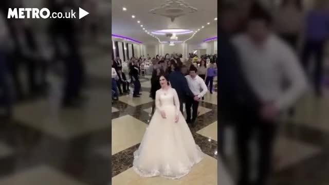 2 gái ế đánh nhau, tranh bó hoa cưới trước hàng trăm khách mời