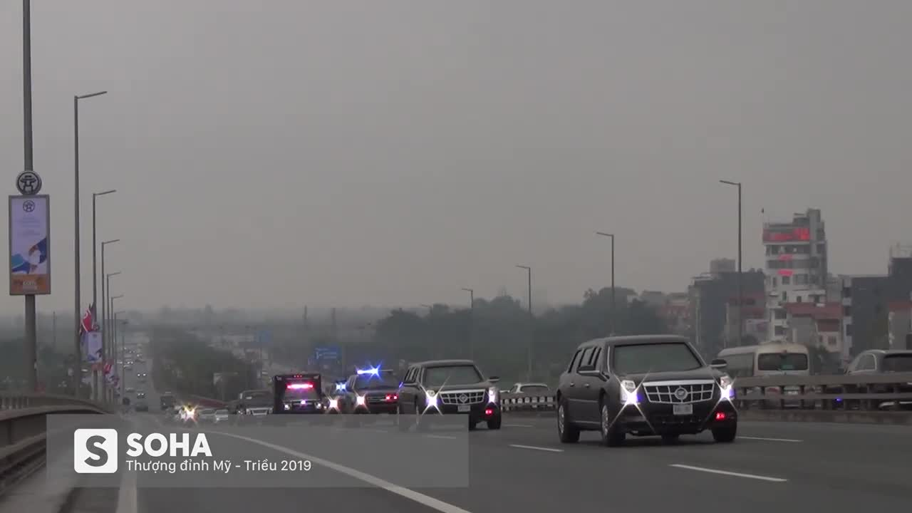 Đoàn xe Cadillac One The Beast di chuyển qua cầu Nhật Tân, ngày 23/2/2019