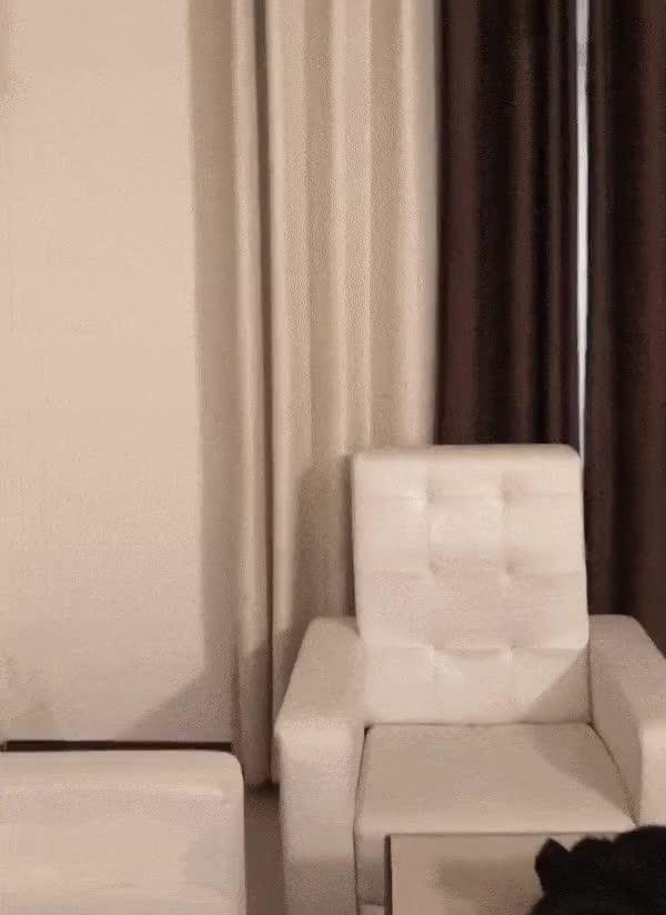 Tôi thuê khách sạn 5 sao và đây là view nhìn từ căn phòng sang trọng ấy.
