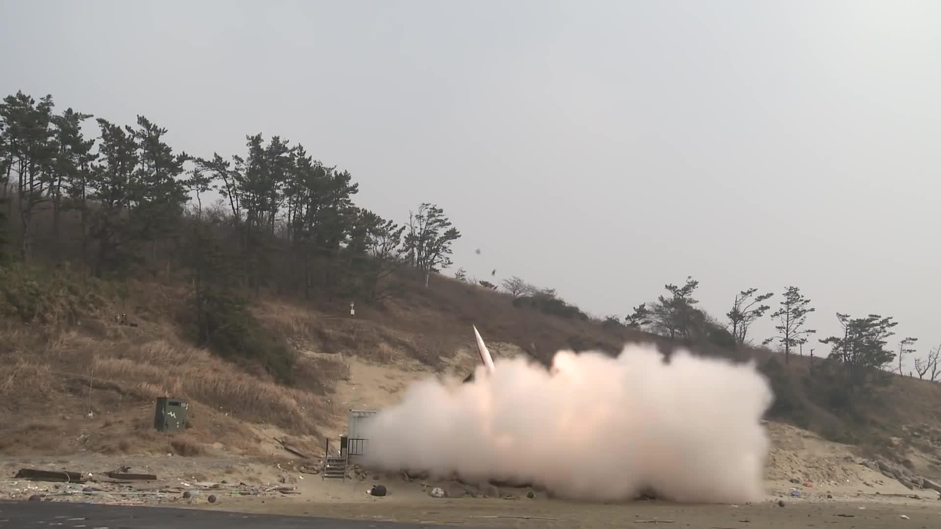 Tổ hợp tên lửa phòng không tầm trung Cheongung Block 2 KM-SAM của Quân đội Hàn Quốc bắn đạn thật