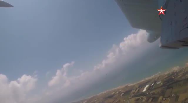 Chiến đấu cơ Su-35S và Su-34 Không quân Nga huấn luyện ở Syria.