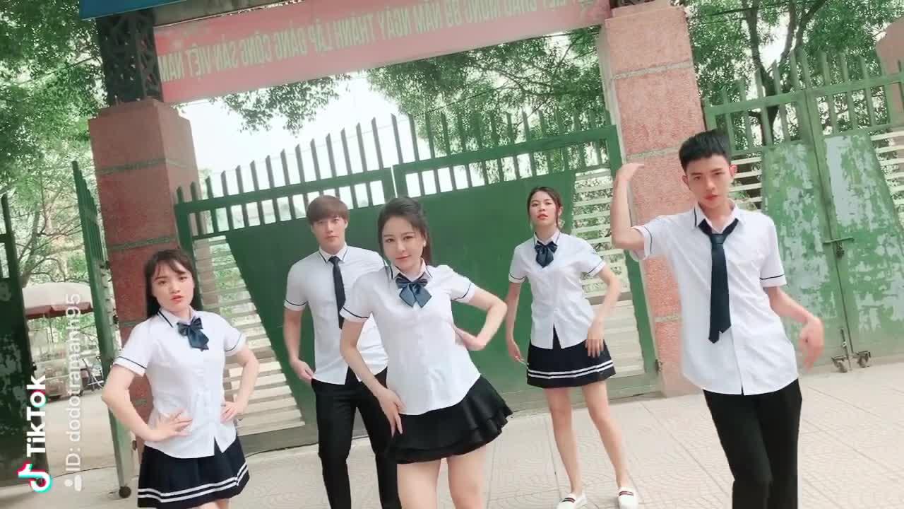 """Clip Trâm Anh nhảy cùng diễn viên trong phim """"Siêu quậy""""."""