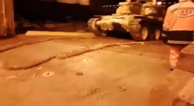 Iraq nhận xe tăng T-90 của Nga.