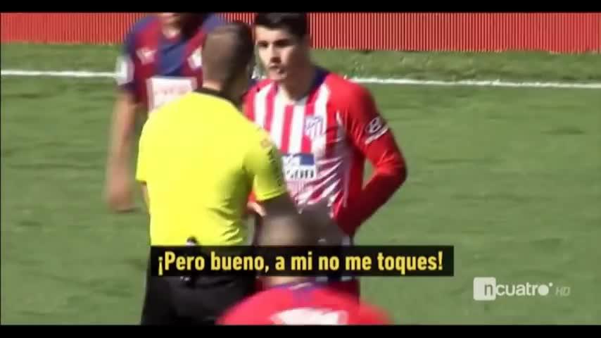 """Tình huống """"đánh người"""" của trọng tài Javier."""