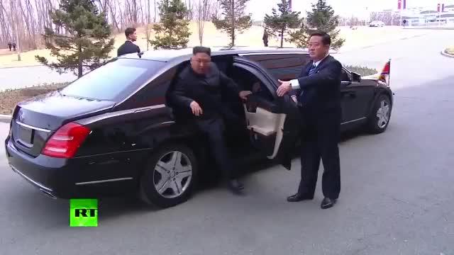 Tổng thống Putin ra tận cửa xe đón Chủ tịch Kim Jong-un