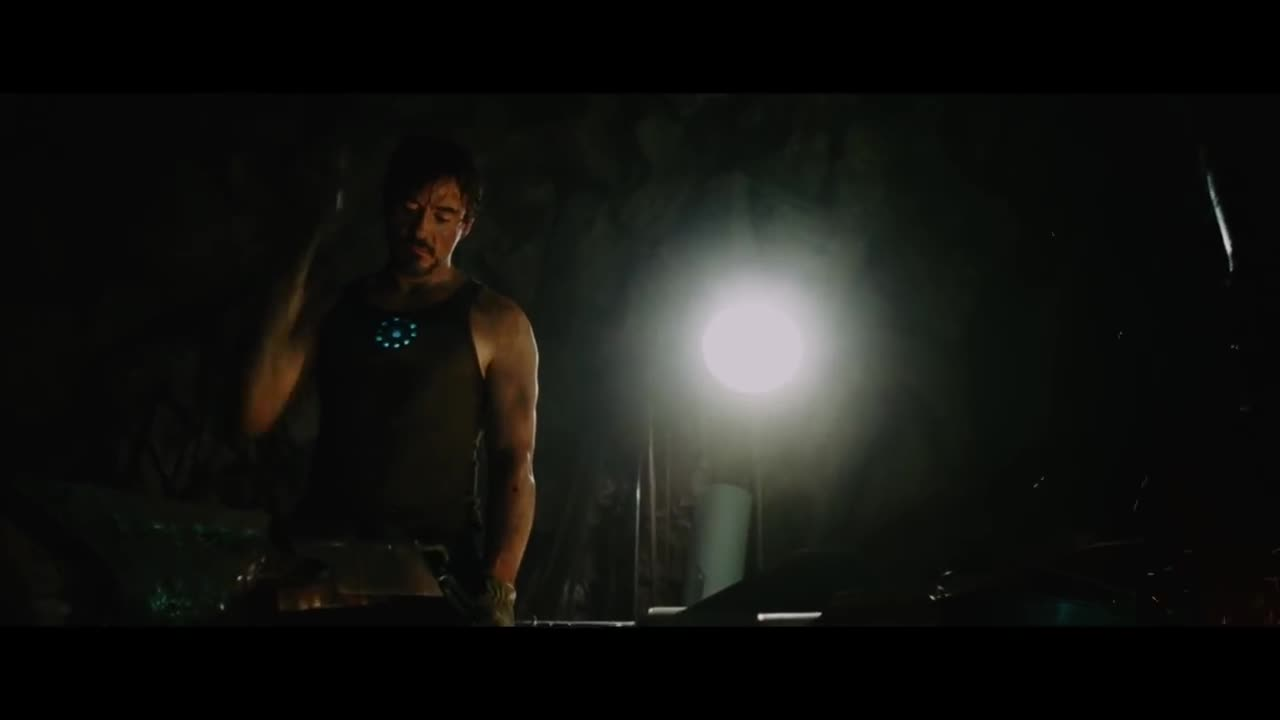 Đoạn phim Iron Man rèn bộ giáp đầu tiên trong phần phim năm 2008.