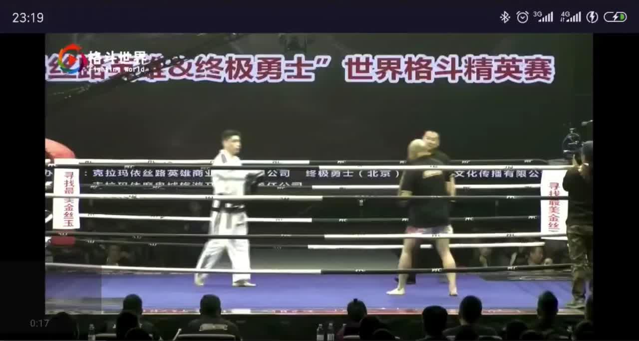 Trận đấu giữa võ sĩ Taekwondo và cao thủ võ cổ truyền Trung Quốc