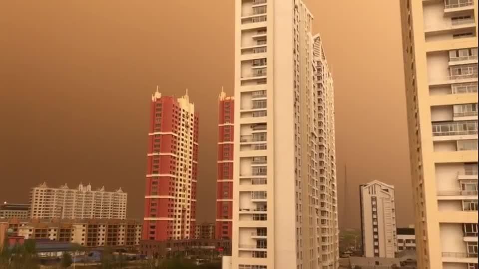 Ô nhiễm không khí, bầu trời thành phố của Trung Quốc chuyển màu cam.