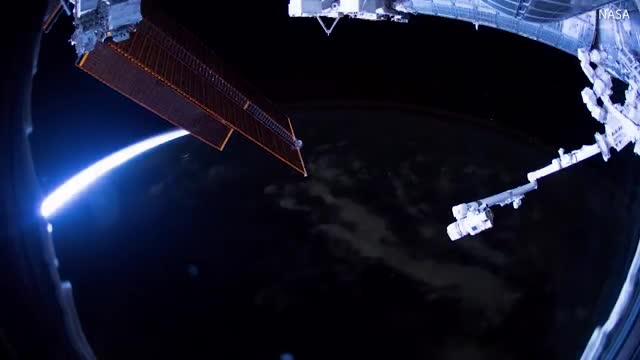 _stunning_iss_captures_earths_transition_from_dusk_to_dawn__daily_mail