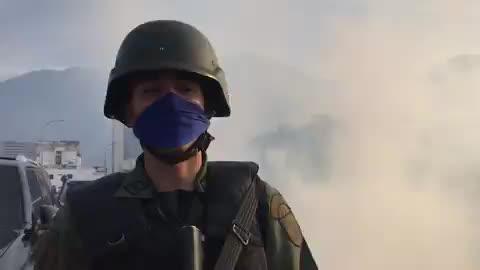 Một số quân nhân thuộc lực lượng tình báo SEBIN được cho là đã khoác quân phục FANB và ủng hộ cuộc đảo chính của ông Guaido hôm 30/4.