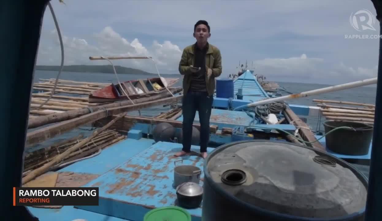 Phóng viên Rappler có mặt trên tàu cá bị tàu Trung Quốc đâm.