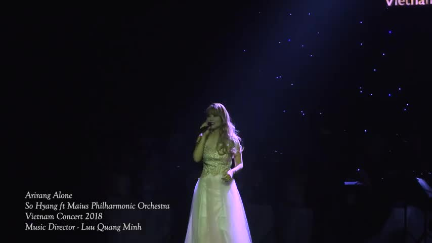 So Hyang hát Arirang Alone trong đêm nhạc của dàn nhạc Maius Phillharmoni