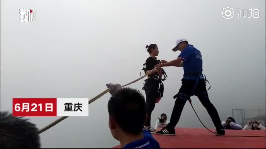 Đẳng cấp shipper: Nhảy bungee 300m từ vách núi để giao đồ ăn thay vì lái xe 30 phút.