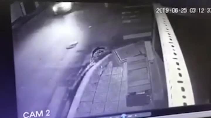 Taxi đâm trúng xe máy khiến 1 người tử vong