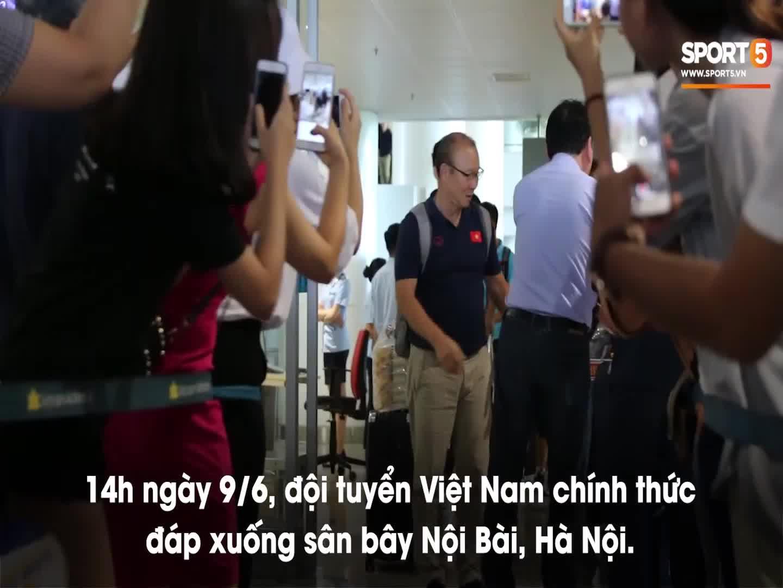 ĐT Việt Nam rạng rỡ trong ngày trở về từ King's Cup