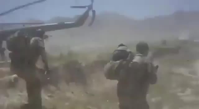 Một video được đăng lên Mạng xã hội VK của Nga hôm 21/7 cho thấy một nhóm Lực lượng đặc biệt Hoa Kỳ bị Taliban phục kích tại Afghanistan và phải tháo chạy bằng trực thăng Mi-17.