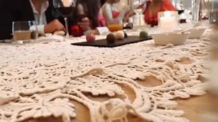 Khoảnh khắc hiếm hoi trong lễ đính hôn của Công Phượng và Viên Minh