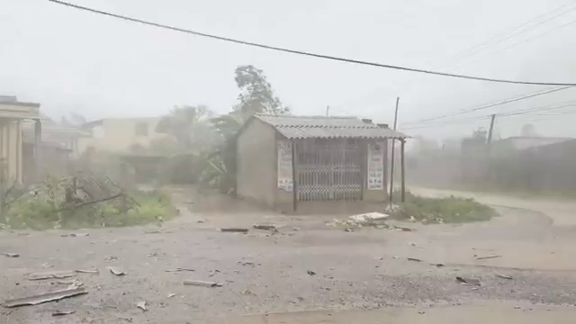 Sự tàn phá của cơn bão số 10 tại Quảng Bình.