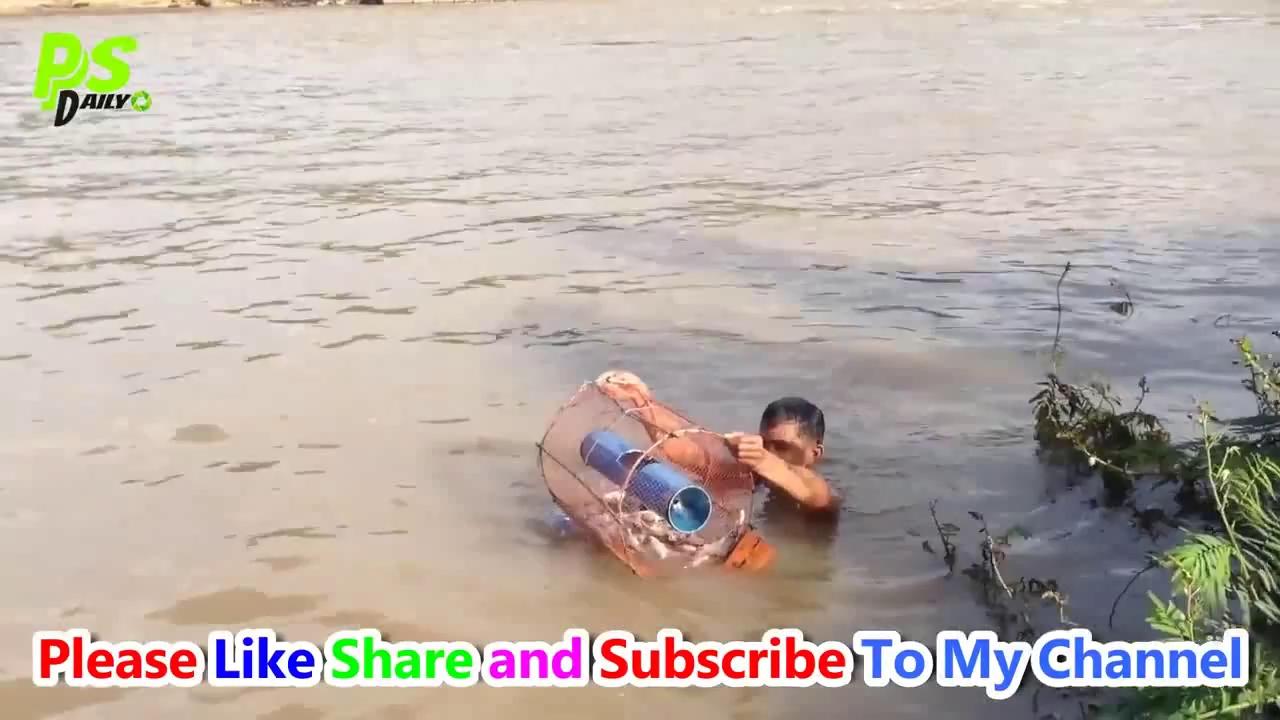 Chiếc bẫy cá với quả bắp. Nguồn: Youtube/PS Daily