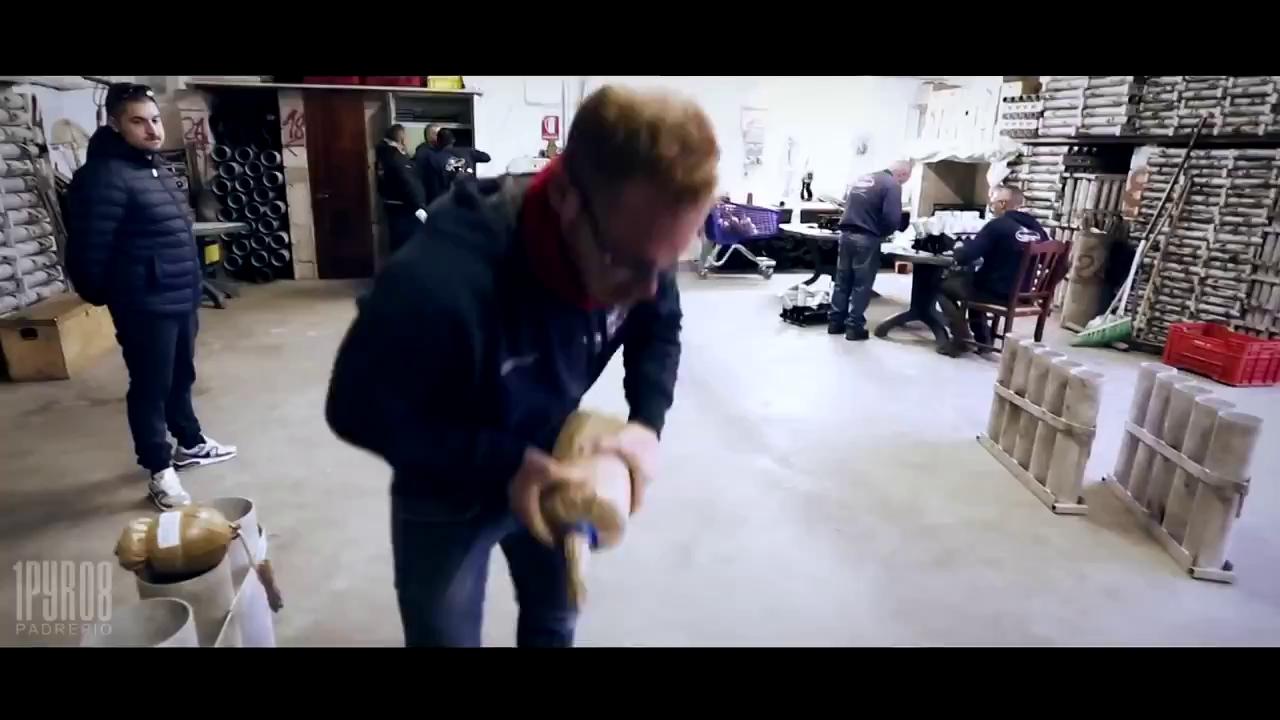 Công đoạn sản xuất pháo hoa! Nguồn: Youtube/Lại Minh