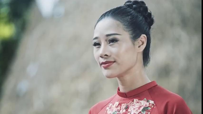 """Người vợ xinh đẹp của ca sĩ Việt Hoàn """"tấn công"""" showbiz Việt"""