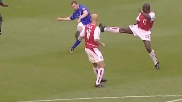 Video bàn thắng của Rooney vào lưới Arsenal năm 2002