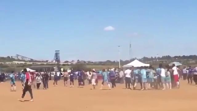 Video: CĐV bị bắn dã man sau khi ném đá cầu thủ