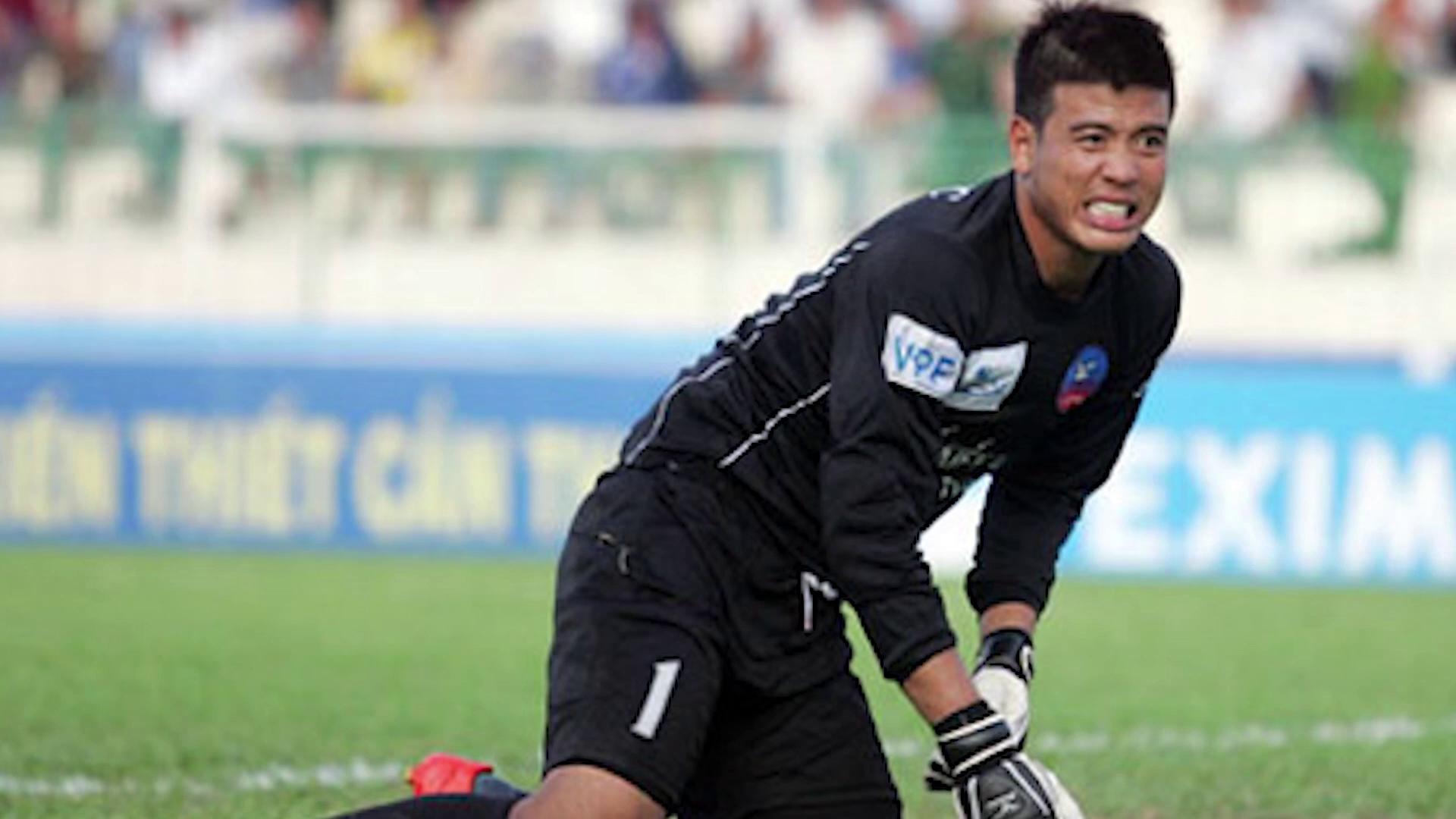 """""""Cây sào"""" đe dọa sẽ khiến hot boy U23 Việt Nam phải dự bị tại V-League 2018"""