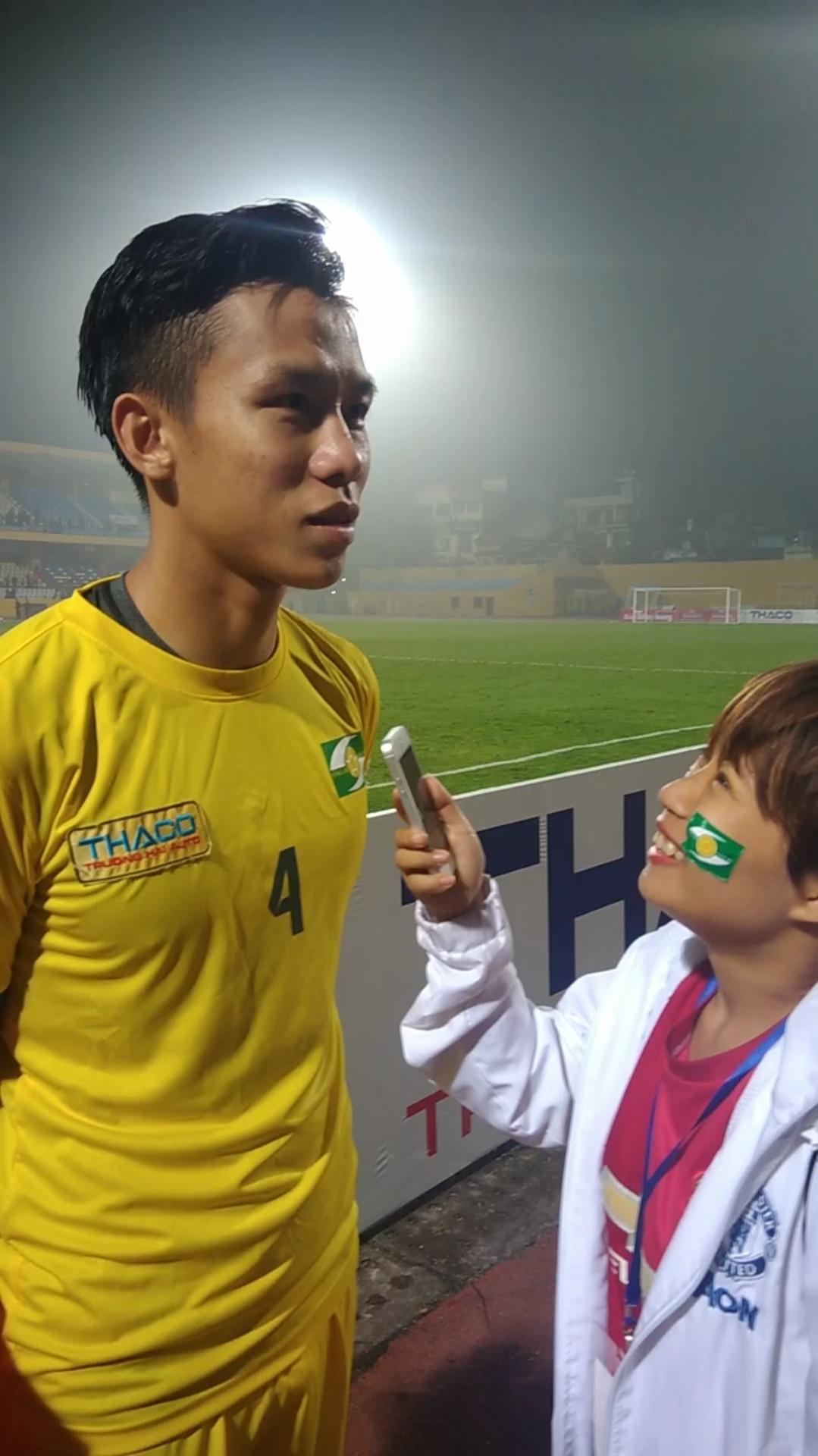 """Ngôi sao hàng thủ bị HLV Park Hang-seo """"bỏ quên"""" đá ra sao tại Siêu cúp Quốc gia?"""