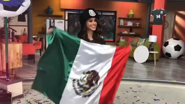 Cô gái thời tiết hấp dẫn nhất thế giới phát cuồng vì Mexico (phần 2)