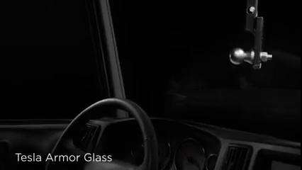 Xe tải của Tesla được trang bị một loại kính bảo vệ khá vững chắc