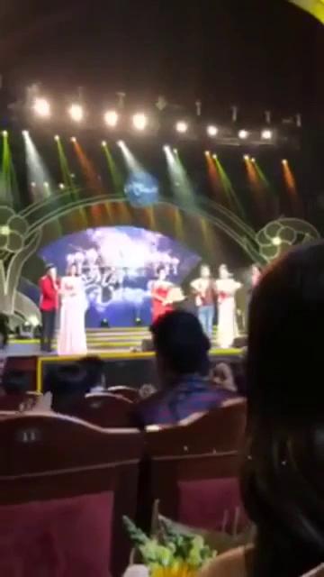 Trường Giang cướp sóng cầu hôn Nhã Phương.