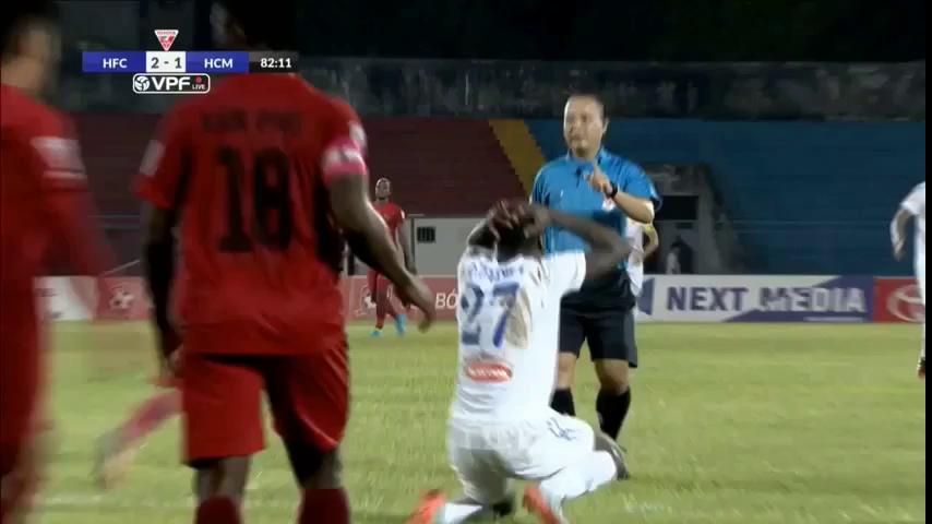Xem lại tình huống mà Công Vinh cho rằng CLB TP.HCM đã mất oan penalty.