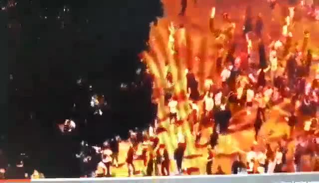 CĐV quá khích của Pháp tấn công cảnh sát (nguồn: The Sun)