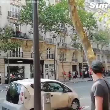 CĐV Pháp đụng độ cảnh sát