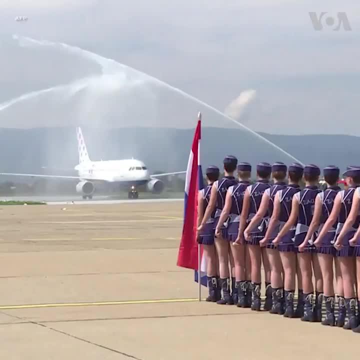 Video màn chào mừng ĐT Croatia ở sân bay