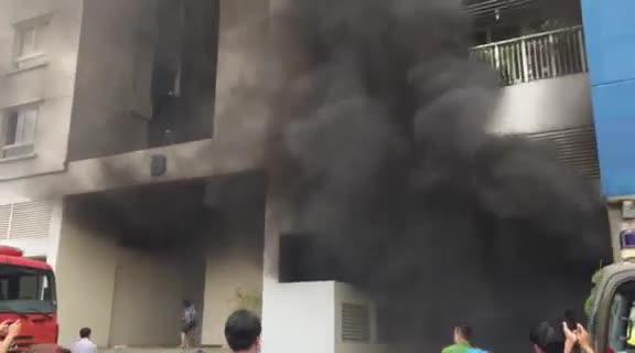 Chung cư Carina cháy lại kiến nhiều người hoảng hốt