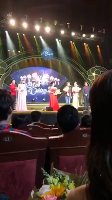 Clip Trường Giang cầu hôn Nhã Phương trên sóng trực tiếp