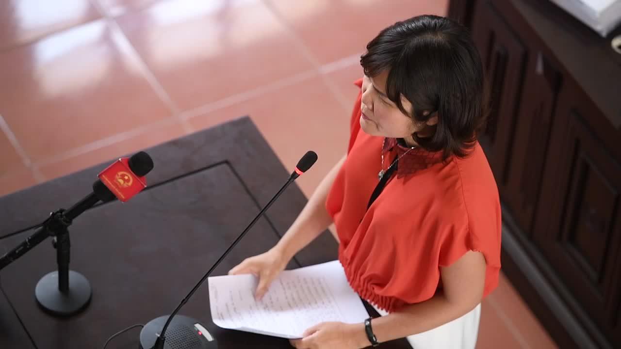 Bà Bùi Thị Phương Thuý cung cấp thông tin trước toà