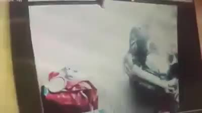ô tô mất lái lao lên vỉa hè