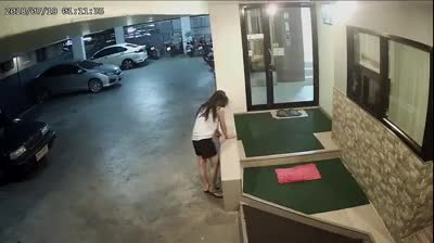 Cô gái bị người đàn ông đánh dã man trong hầm gửi xe