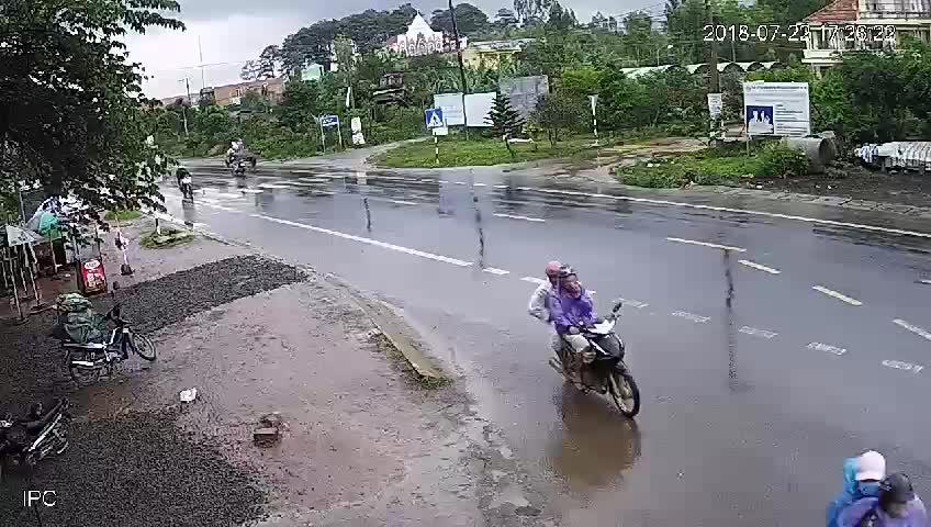 Vụ tai nạn kinh hoàng ở ngã ba, Tân Hội, Lâm Đồng