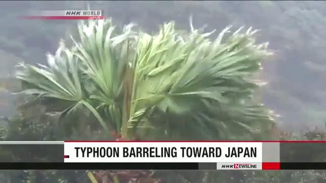 Hình ảnh đầu tiên khi siêu bão Lan đổ bộ Nhật Bản.