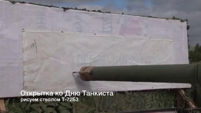Xe tăng Nga T-72B3 trình diễn cắt táo bằng dao buộc trên nòng pháo