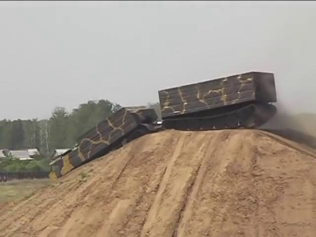 Xe tải việt dã vượt mọi địa hình DT-30P Vityaz của Nga trình diễn tính năng