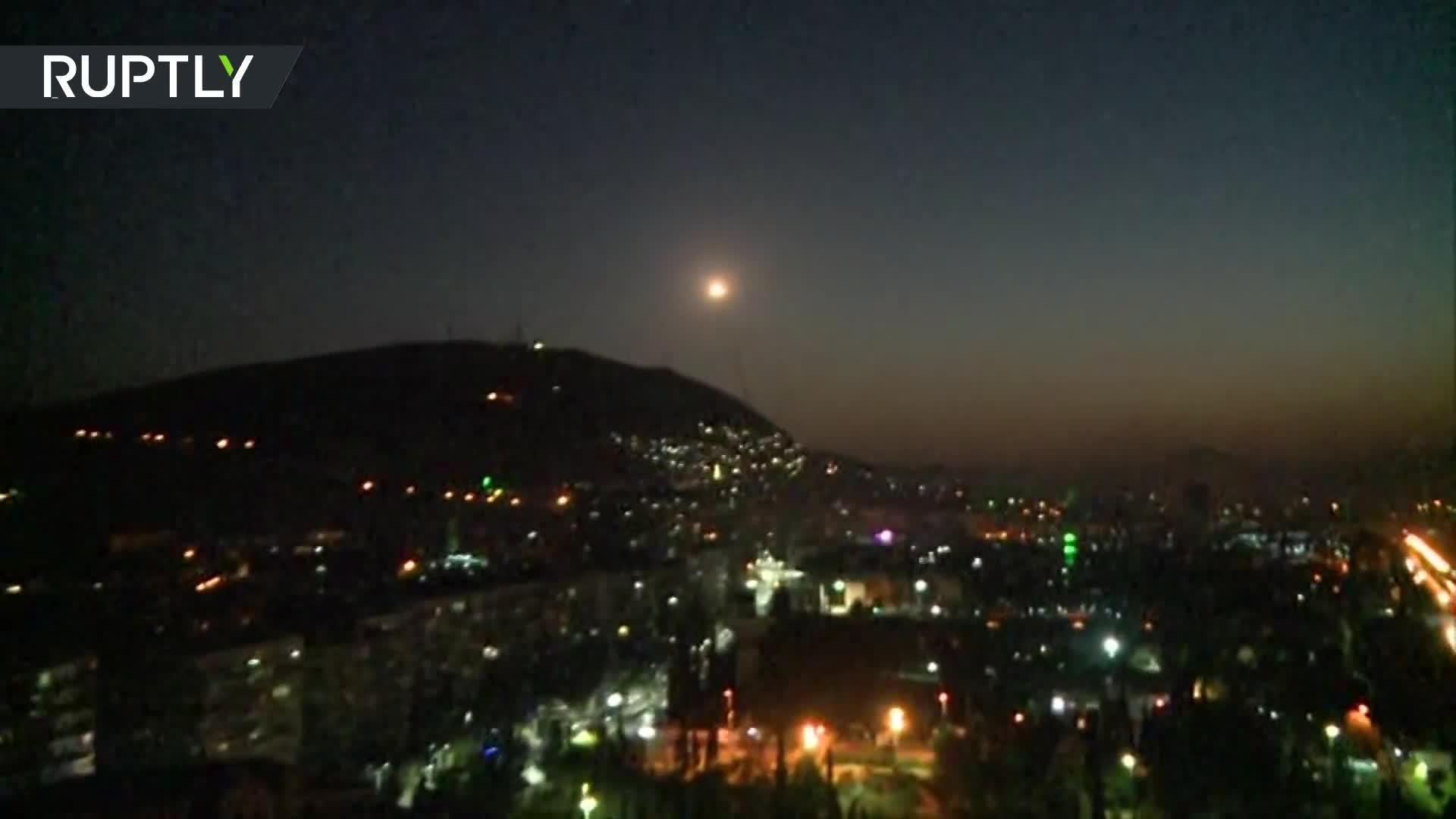 Tên lửa phòng không Syria kích hoạt nhằm chống trả lại cuộc tấn công của liên quân do Mỹ dẫn đầu hôm 14/4