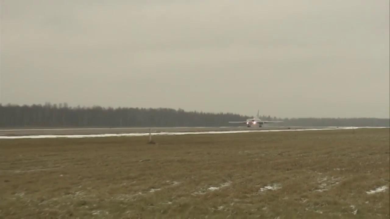 Các phi công lái máy bay Tu-22M3 của Nga được chào đón như những anh hùng