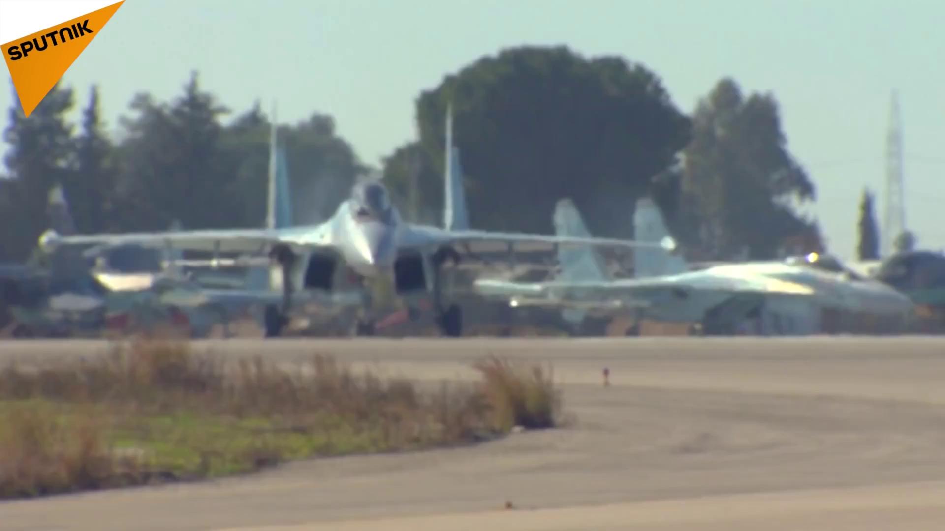 Những pha nhào lộn ngoại mục của Su-35