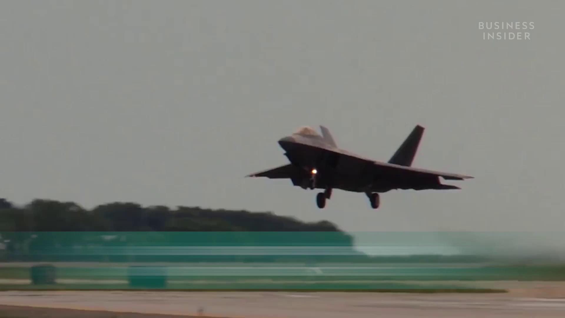 Khám phá sức mạnh chiến đấu cơ tàng hình F-22 Raptor